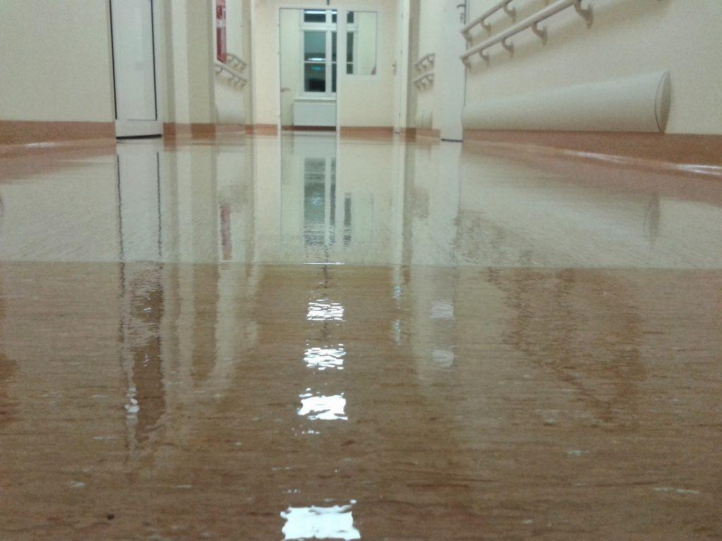 Czysta i bezpieczna podłoga